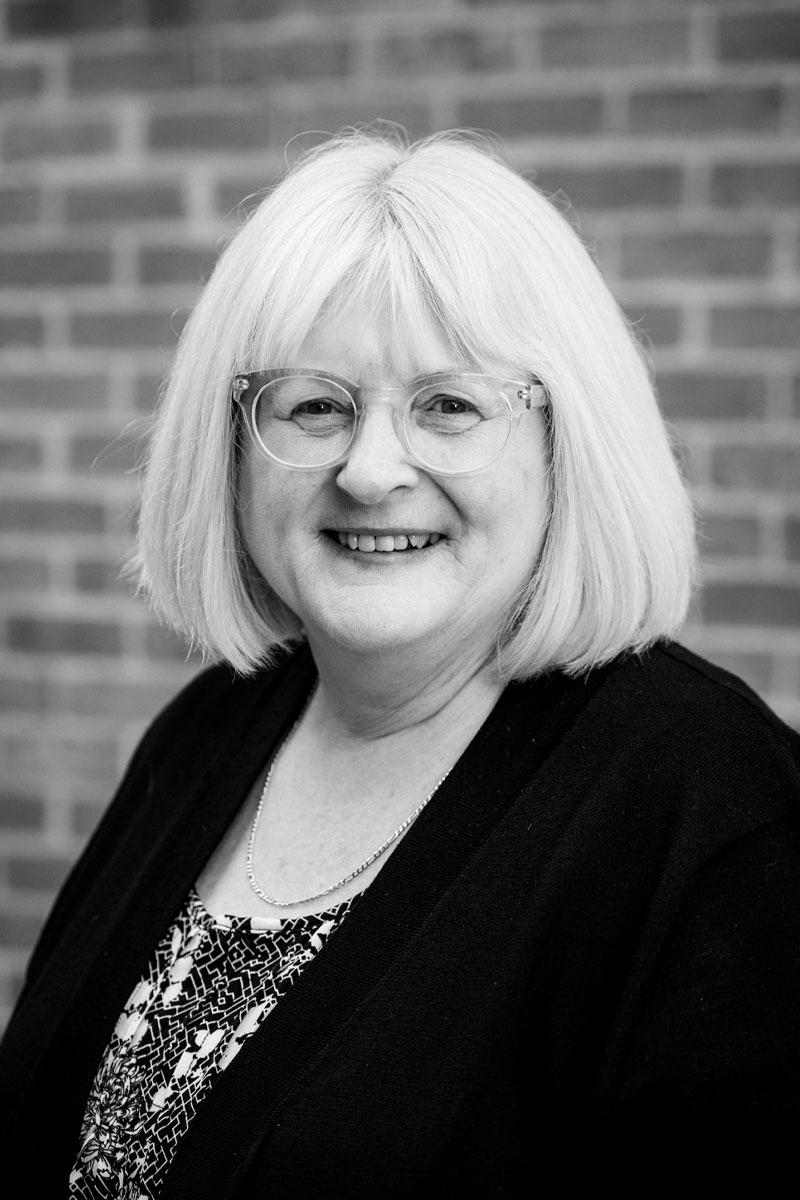 Julie Featherston, Assistant